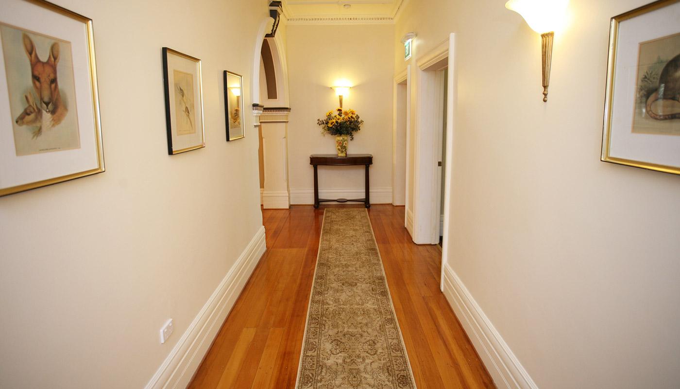 Facilities darcy 39 s hotel homebush b b for Handicap hallway width